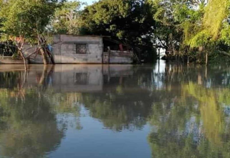Brigadas municipales continúan llevando por tierra y agua apoyo humanitario a Tenosique