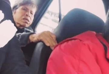 Sus hijos no quieren cuidar de ella Taxista lleva a su esposa con Alzheimer a su trabajo