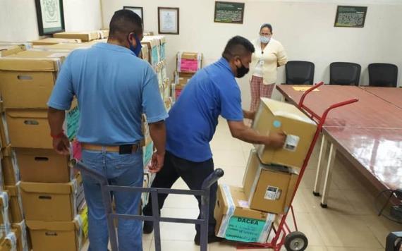 UJAT entrega a CENEVAL material utilizado en el examen de admisión