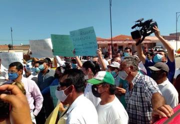 Se manifiestan taxistas de Jalpa de Méndez