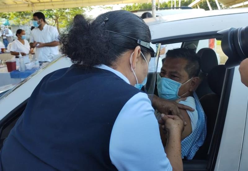 Sin contratiempos inicia vacunación en Deportivo Olimpia XXI