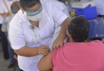 Reinicia vacunación contra COVID-19 en Centro