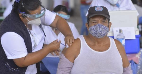 Reinician vacunación para adultos mayores en zona rural y urbana de Centro