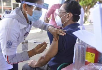 Este día, arranca segunda dosis para abuelitos en Villahermosa