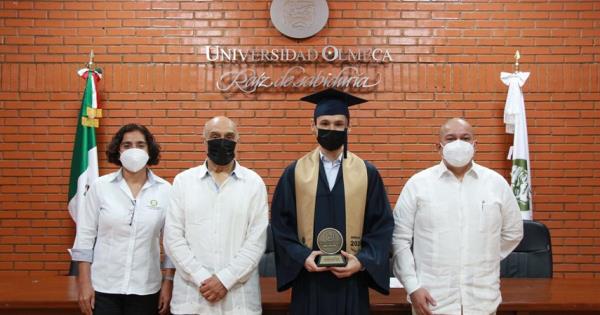 Egresan 176 profesionistas del Sistema Escolarizado de la UO