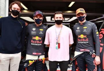 Checo Pérez recibió visita de Tom Holland previo al Gran Premio de Mónaco