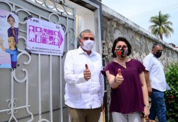 Gobernador de Tabasco emite su voto