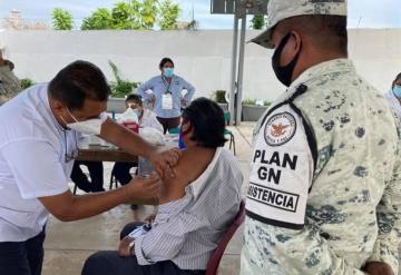 Inicia aplicación de segunda dosis de vacuna contra el COVID-19 en Jalapa y Tacotalpa