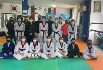 Recibe a la selección estatal de Taekwondo