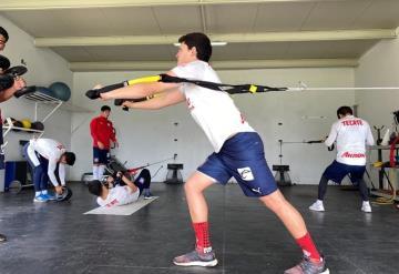 Chevy Martínez intensifica su rehabilitación para regresar a las canchas en breve
