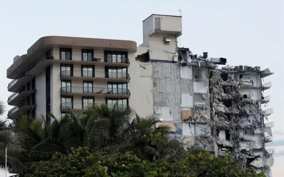 51 desaparecidos tras derrumbe de edificio en Miami Beach