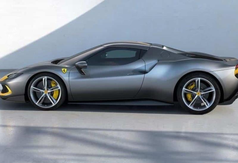 Ferrari presenta su nuevo deportivo híbrido de 320 mil dólares en carrera por autos eléctricos