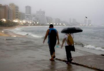 "Tormenta tropical ""Enrique"" se debilita mientras se acerca a BCS"