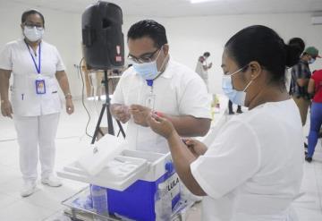 COVID-19: Continúa vacunación de adultos de 40 a 49 años en Huimanguillo