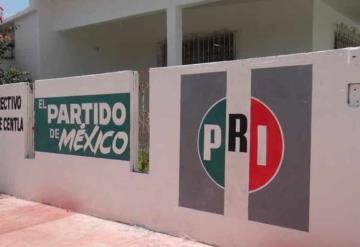 Vecinos reportan mal olor que proviene del patio de la oficina del Comité Municipal de PRI en Centla