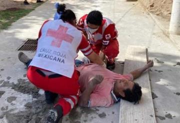Maestro albañil sufrió lesiones de gravedad luego de que se desplomó del andamio de más de 4 alturas
