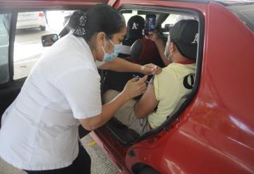 Continúa vacunación contra COVID-19 en Jalpa de Méndez