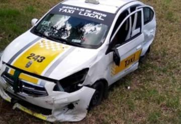 Se accidenta taxi de los pantanos de Centla