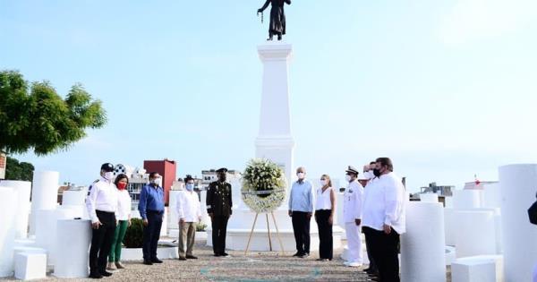 Realizan guardia de honor en el monumento a Miguel Hidalgo y José María Morelos