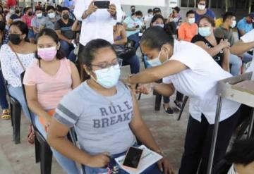 Buena afluencia de vacunados mantienen este sábado en el municipio de Comalcalco