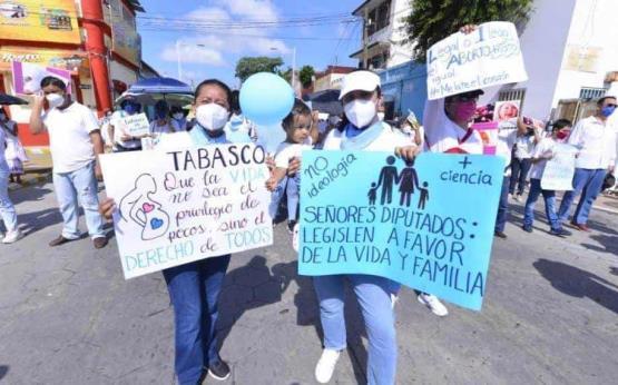Marchan en contra del aborto en Tabasco
